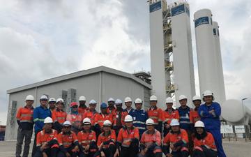 Linde Plant Relocation The international team at the new location in Malaysia after the plant relocation of an air separation unit (ASU) from China (LINDE PLANTSERV®).
